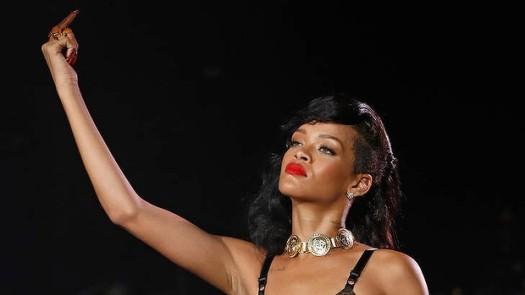 Rihanna finger